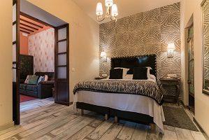Suite junior hotel con jacuzzi en la ahbitacion sevilla