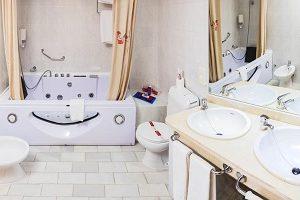 Hotel con jacuzzi en la ahbitaación en sevilla