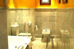 digno hotel con bañera de hidromasaje privada en Sevilla