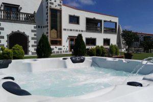incorregible hotel con jacuzzi en la habitación en Gran Canaria