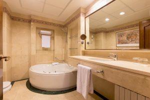 hoteles con bañera de hidromasaje en la habitación en ávila
