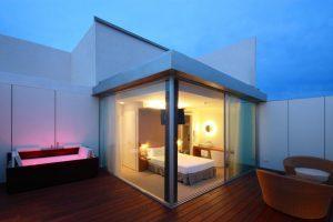hotel con jacuzzi en la habitación en el centro de Sitges