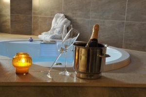 Hotel con jacuzzi en la habitación en valencia