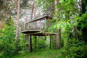 hoteles casas en los árboles cataluña