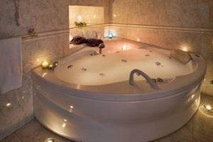 hotel rural con bañera de hidromasaje en la habitacion