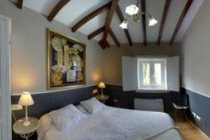 Hotel con Jacuzzi en la habitación en Ourense