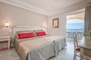 Elegante hotel con bañera privada en la habitación en Tenerife