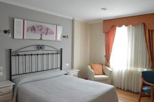 hotel con bañera de hidromsaje en la habitación