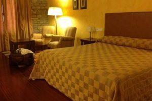 clásico hotel con bañera de hidromasaje en Ainsa