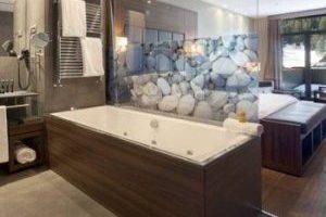 Lujoso hotel con bañera de hidromasaje privada en Lleida