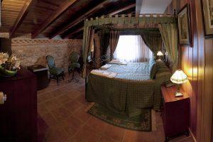rural hotel con bañera de hidromasaje privada en Molina de Aragón