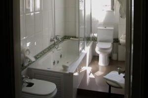 hotel monumento con bañera hidromasaje en la habitacion