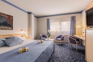 hermoso hotel con bañera de hidromasaje privada en Zaragoza