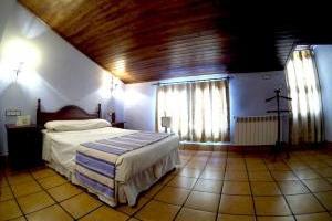 sencillo hotel con jacuzzi en la habitación en Jaén