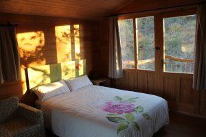 escapada romántica en una casa del arbol