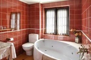 Hostal rural con bañera de hidromasaje privada afuera de San Millán de la Cogolla