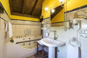 Hotel rustico con bañera de hidromasaje en Málaga
