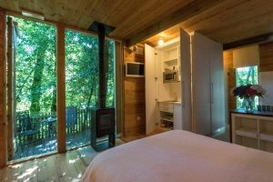 escapada romántica en casas en los árboles en Galicaa