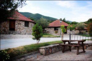Complejo rural con jacuzzi en la habitación en Cáceres