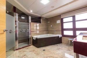 buen hotel con bañera de hidromasaje privada en Murcia