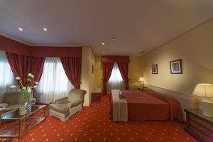hotel con jacuzzi privado en la ahbitación cordoba
