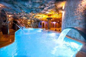 hotel con bañera de hidromasaje en el baño privado en la Sierra de Cazorla