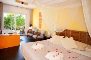 Fino hotel Spa con jacuzzi en la habitación en Alicante