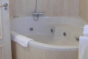 hoteles con bañera de hidromasaje en la habitación en segovia