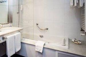 hotel spa con bañera de hidromasaje
