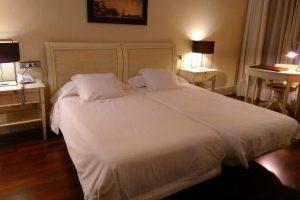 Hotel 4 Estrellas con bañera de hidromasaje en la habitación en Jerez de la Frontera