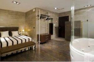 Tranquilo hotel con jacuzzi en la habitación en Granada