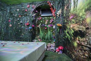 hHotel con jacuzzi en la habitación en Granada