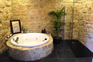Fantástico hotel con bañera de hidromasaje privada en Zaragoza