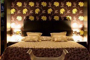 cama habitación hotel con jacuzzi