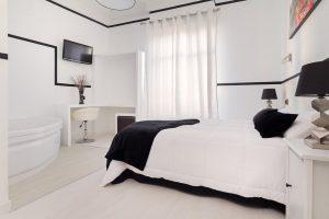 Hotel con jacuzzi en la habitación en el centro de madrid