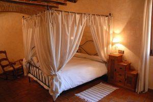 Habitación con bañera de hidromasaje en Badajoz