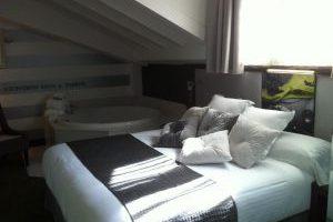 habitacion con jacuzzi 2