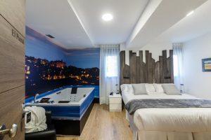 habitacion con jacuzzi