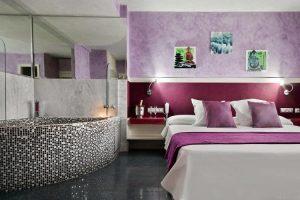 Habitación con jacuzzi privado en Granollers
