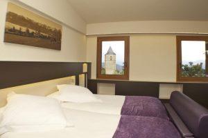 Hotel con jacuzzi en la habitación en Lleida