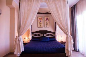 Hotel suite con bañera de hidromasaje en Almería
