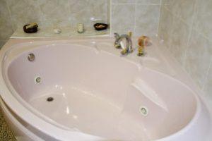 Bañera de hidromasaje en una casa rural de badajoz