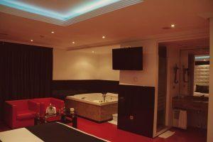 Habitación suite con jacuzzi en lugo