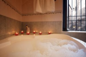 Bañera de hidromasaje en un hotel de Cáceres
