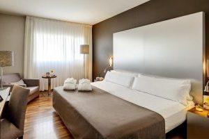 hotel de alta calidad con bañera de hidromasaje en el centro de Murcia