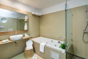 sofisticado hotel con bañera de hidromasaje privada en el centro de Murcia