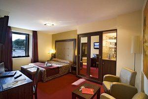 habitación con jacuzzi privado
