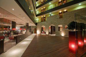 Moderno Hotel con jacuzzi ubicado en Logroño