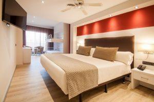 hotel de gran calidad con bañera de hidromasaje en el baño privado en Mallorca
