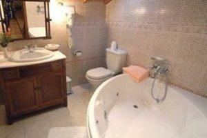alojamiento con bañera de hidromasaje en la habitacion